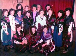 Sudionice igrokaza 'Čijalo'  u posuđenim nošnjama, 08.03.1981.